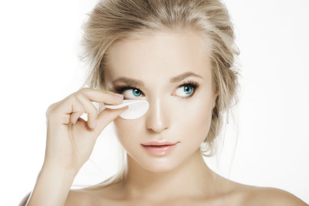 How does eyelash extension removal work?